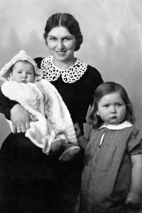 Lina Hamann and children